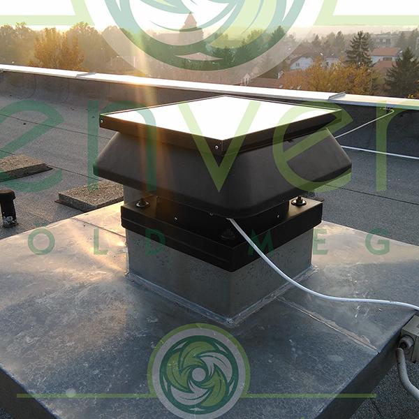 Greenventer napelemesventilátor 5 szintes épület felépítményén. 700 m3/óra teljesítmény. Fürdő és WC helyiségek elszívására. Gázüzemű konyhák kötelező átszellőztetésére.