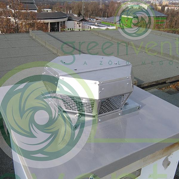 DHA 190 ventilátor 5 szintes épület felépítményén. Vízszintes szellőzőcső elszívását végzi 460 m/3 óra teljesítménnyel. Mindössze 60 W/h áramfogyasztással.