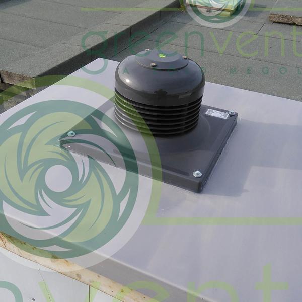 WTL-3 típusú ventilátor 5 szintes épület felépítményén. 300 m3/óra teljesítmény. Fürdő és WC helyiségek elszívására.